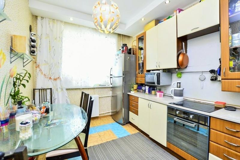 Продается 3-к. квартира 14 мкр. 16 дом.